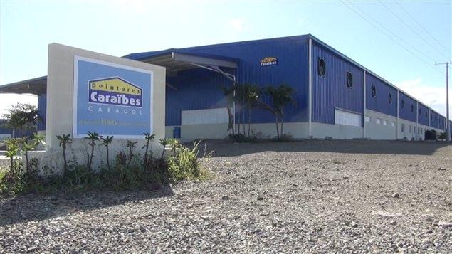 Une entreprise de peinture, dans le parc industriel Caracol en Haïti