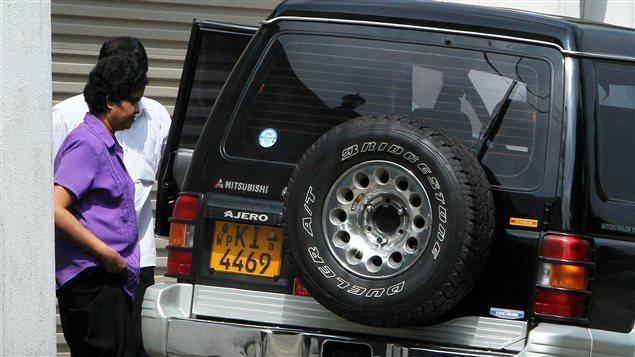 L'ancienne juge en chef du Sri Lanka, Shirani Bandaranayake, peu après sa destitution par le président