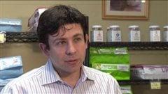 Dr Yuri Bernstein, de la clinique pour animaux Arbutus West, en entrevue en janvier 2013.