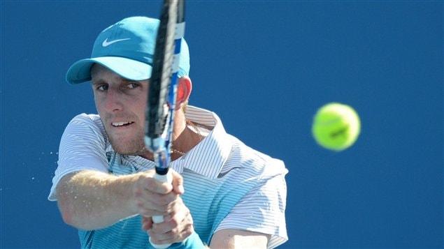 Le Canadien Jesse Levine a été éliminé 2-6, 6-3, 7-6 et 6-2 par le Français Gilles Simon à Melbourne.