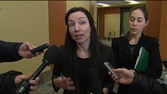 La ministre des Ressources naturelles, Martine Ouellet, indique la position du gouvernement sur le différend qui oppose la Ville de Gaspé à Pétrolia.