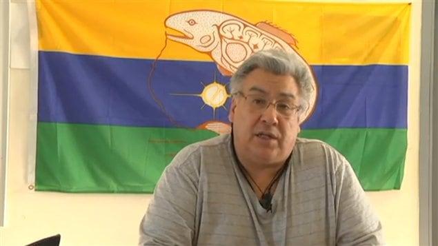 Le chef de Kitchenuhmaykoosib, Donny Morris a publié un message vidéo sur le site web de la communauté.