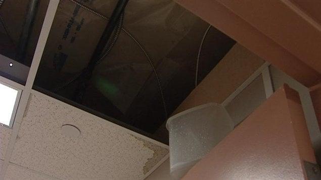 Le toit coule au centre éducatif Gard'Amis de Regina