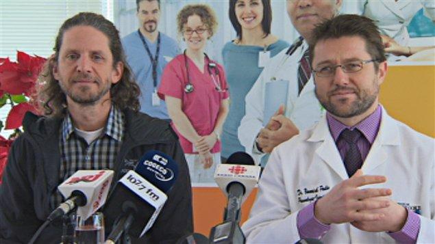 Le père de Bohémie Drouin, Guy Drouin et le Dr Yannick Poulin