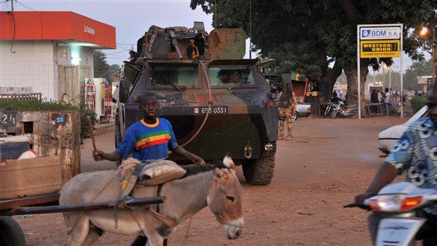 Des solfats français patrouillent à Markala, au Mali.