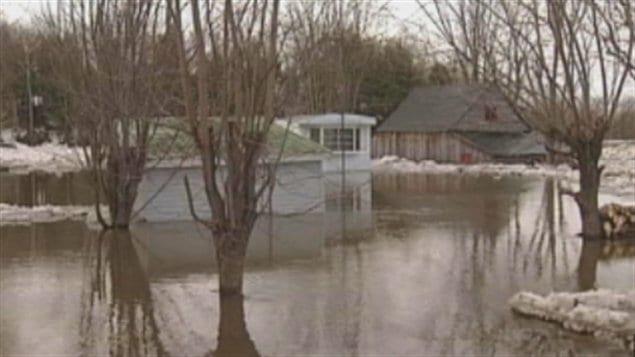 Inondations à Sainte-Brigitte-des-Saults en 2001