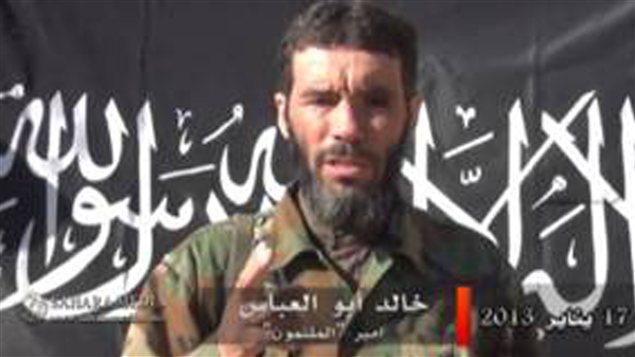 Mokhtar Belmokhtar dans une vidéo diffusée sur le site internet d'information mauritanien Sahara Media