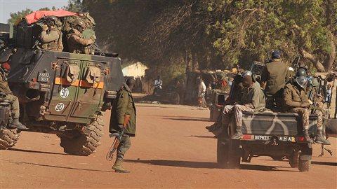 Des troupes françaises et maliennes arrivent à Diabali.