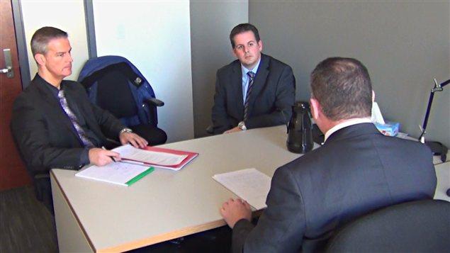 Martin Dumont (au centre) dans une vidéo présentée à la commission Charbonneau