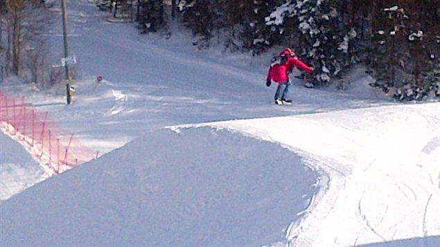 La planchiste Dominique Maltais teste le parcours de snowboardcross du Championnat du monde