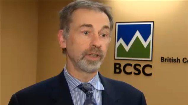 Le directeur général de la British Columbia Securities Commission, Paul Bourque, en entrevue à Radio-Canada en janvier 2013.