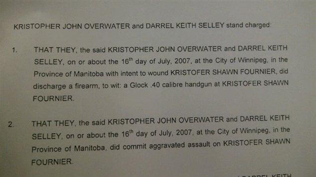 Le procès de deux policiers de Winnipeg a commencé lundi.