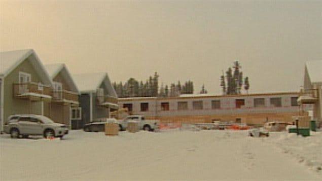 Immeuble en construction dans le quartier de Falcon Ridge à Whitehorse.