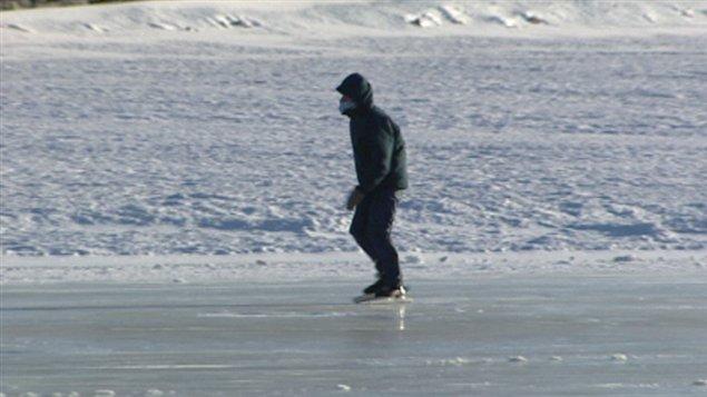 Quelques personnes ont bravé le froid mercredi matin sur le canal Rideau.