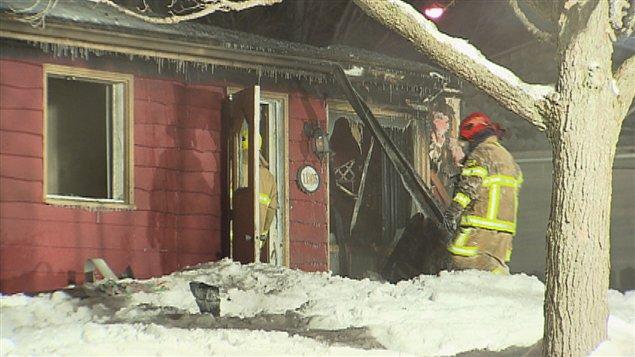 La résidence a été lourdement endommagée par les flammes.