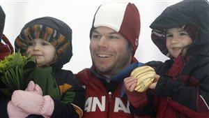 Jasey-Jay Anderson avec ses deux filles