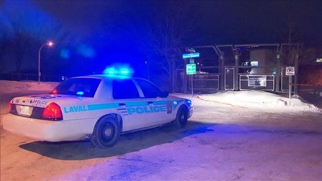 Les policiers ont atteint un suspect qui aurait blessé deux autres personnes