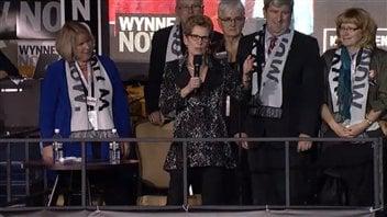 Kathleen Wynne a rendu hommage à Dalton McGuinty vendredi soir.