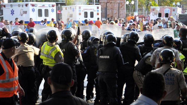 Une émeute dans une prison du Venezuela a fait au moins 50 morts