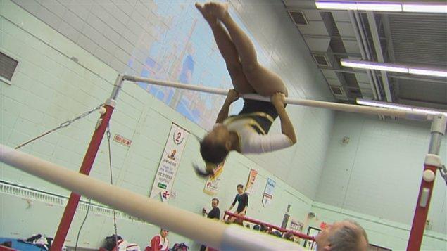 Plus de 300 jeunes gymnastes participent à l'événement.