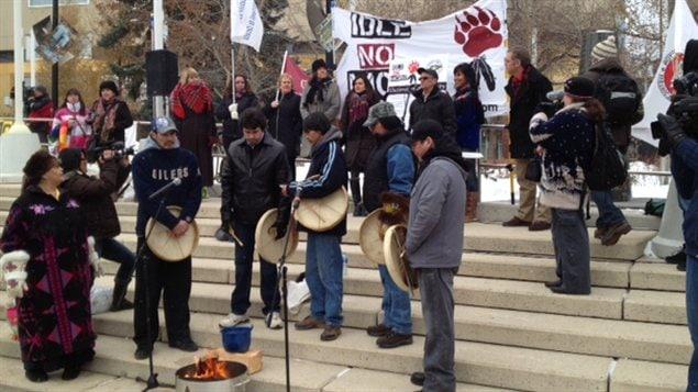 Des manifestants du mouvement Idle No More lunid à la place Churchill d'Edmonton