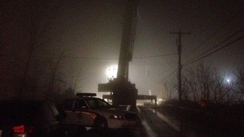 Les recherches pour retrouver les travailleurs disparus dans le glissement de terrain à l'Épiphanie se poursuivent malgré le brouillard.