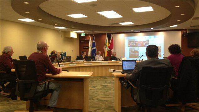 Le conseil des commissaires de la Division scolaire franco-manitobaine est réuni en séance ordinaire le 30 janvier 2013, à Lorette, au Manitoba.