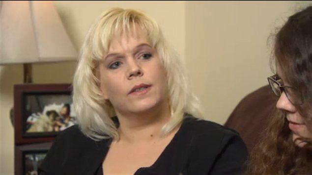 Lisa Acorn, mère de Chelsey Acorn, tuée en 2005, accorde une entrevue à CBC le 30 janvier 2013 en Colombie-Britannique.