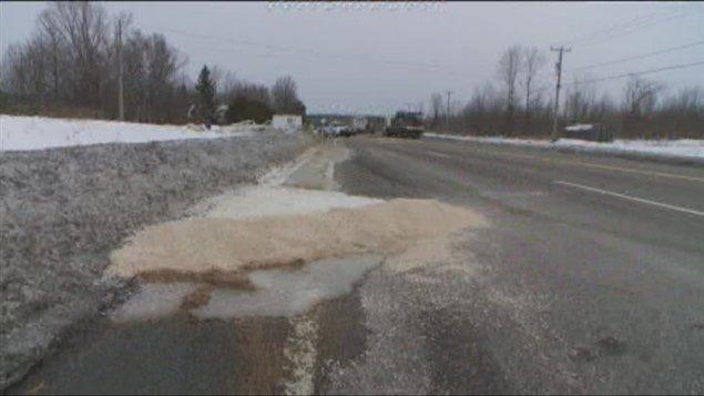 La collision a provoqué le déversement d'une petite quantité de diesel.