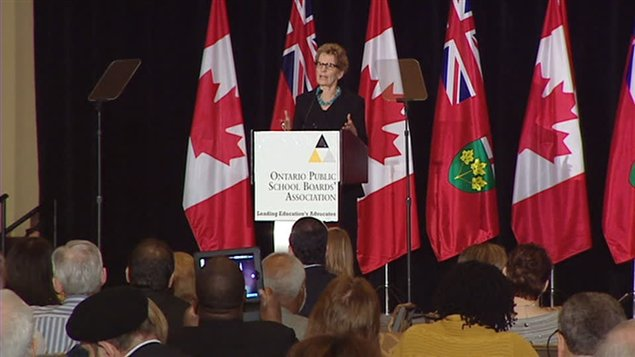 Kathleen Wynne s'adresse aux conseils scolaires.