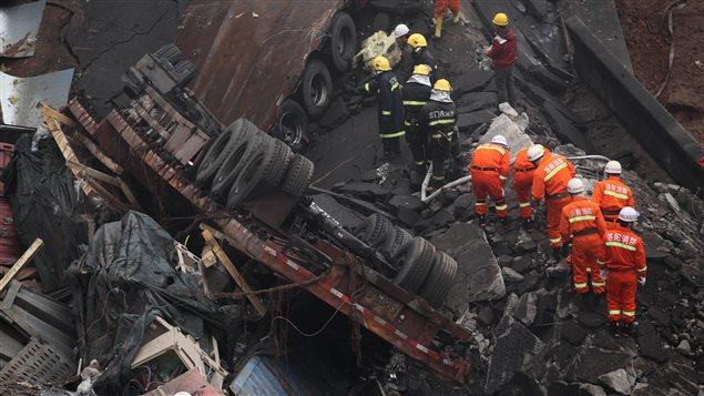 Le pont Yichang s'est effondré, tuant au moins 26 personnes