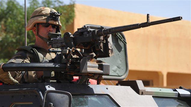 Des soldats français patrouillent les rues de Gao, au Mali.