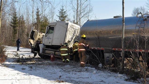 Un camion-citerne de lait, et un véhicule ont été impliqués dans une collision, mardi, sur la route 122, à Victoriaville.