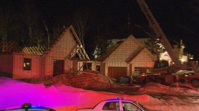 Une maison en construction s'est partiellement effondrée à Mirabel.