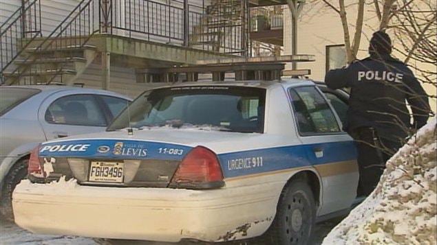 Les policiers ont mené une perquisition sur la rue du Couvent à Lévis.