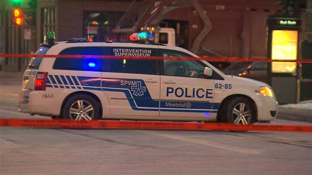 Une camionnette de la police de Montréal