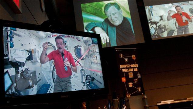 William Shatner a parlé pendant quelques minutes avec l'astronaute canadien Chris Hadfield, qui a amorcé en décembre un séjour de cinq mois dans l'espace.