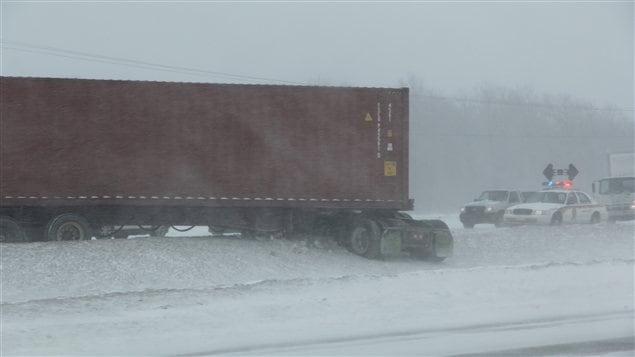 Sortie de route d'un camion près de Blainville