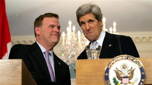 Le ministre canadien des Affaires étrangères, John Baird, et le secrétaire d'État américain, John Kerry