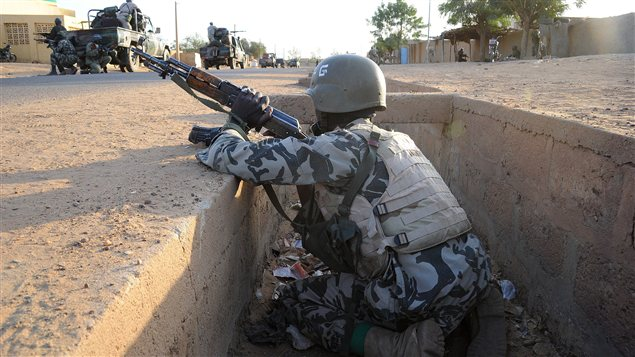 Soldat malien dans la ville de Gao, au Mali