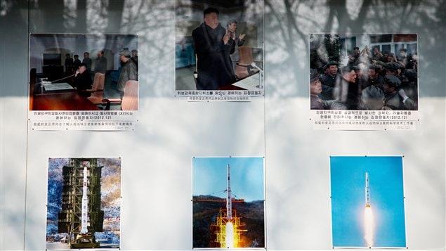 Un tableau présentant les essais nucléaires de Pyongyang devant l'ambassade nord-coréenne à Pékin, en Chine.