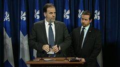 Le ministre de l'Enseignement supérieur, Pierre Duchesne (à gauche) et son collègue de l'Environnement, Yves-François Blanchet.