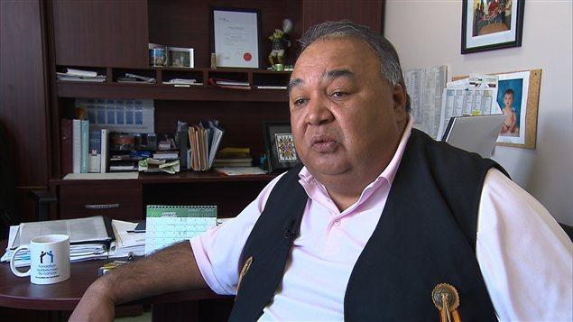 Paul-Émile Ottawa dirige le conseil de bande de Manawan.