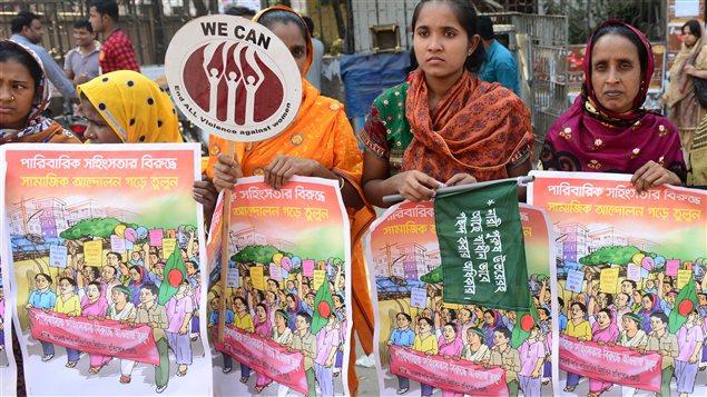 Des femmes sont descendues dans les rues au Bangladesh pour protester contre la violence faites aux femmes et aux filles.