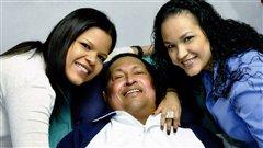 Hugo Chavez avec ses filles dans un hôpital cubain