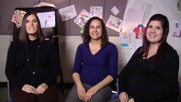 Geneviève Préseault, Nadia Molina et Édith Grenier accoucheront toutes trois dans les prochains mois. Une d'entre elles (Nadia) a choisi de donner naissance à son enfant en Ontario.