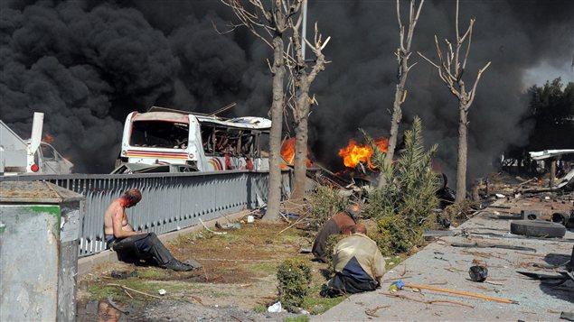 Images après l'explosion de la voiture piégée à Damas jeudi