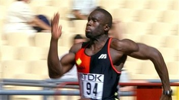 Bruny Surin aux Championnats mondiaux de Séville, en 1999