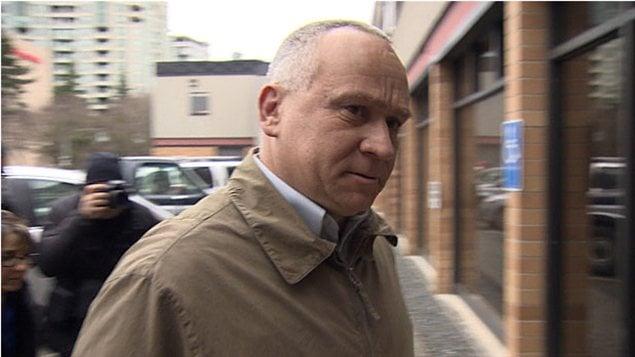Martin Tremblay fait son entrée au tribunal à Richmond en Colombie-Britannique, le 26 février 2013.