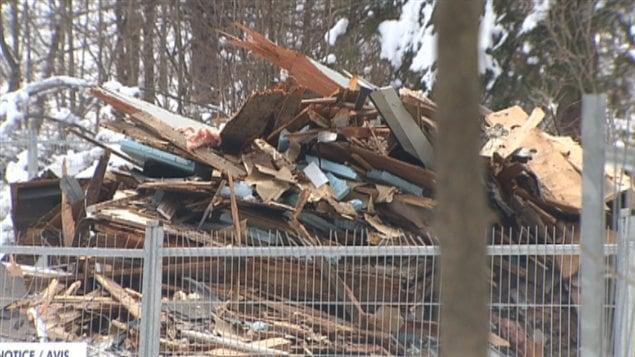 La destruction d 39 une maison ancestrale dans le parc de la gatineau fait d - Destruction d une maison ...